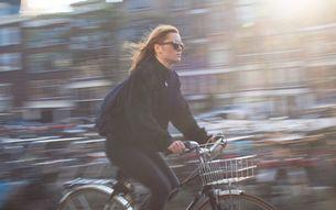 Frau auf Fahrrad - BUND KV Stuttgart